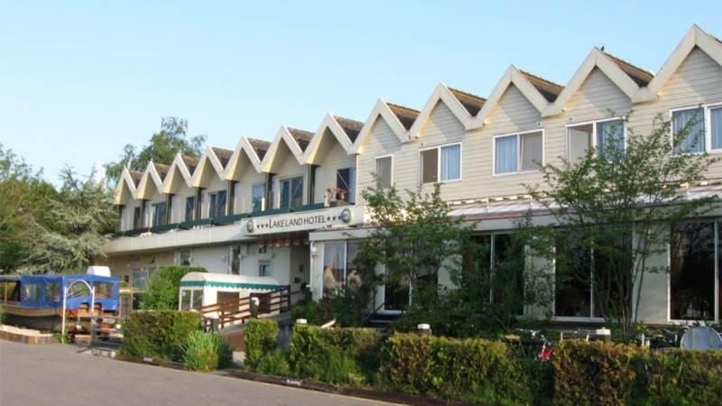 Vergunninghouders gehuisvest in Lake Land Hotel Monnickendam