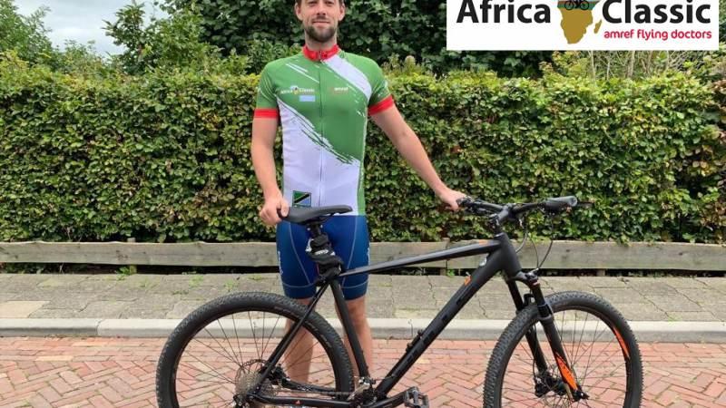 Mitchell Springer gaat fietsen voor Amref Flying Doctors