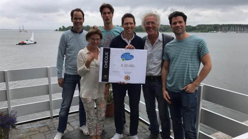 Ridders van de Ronde tafel Amstelveen halen €20.000 op voor Huis aan het Water
