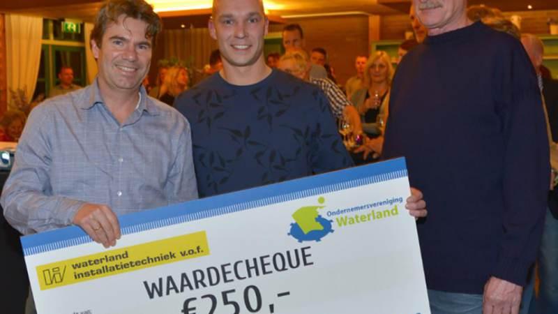 Overhandiging cheque Waterlandse Ondernemer 2016 aan Stichting Broekerkerk
