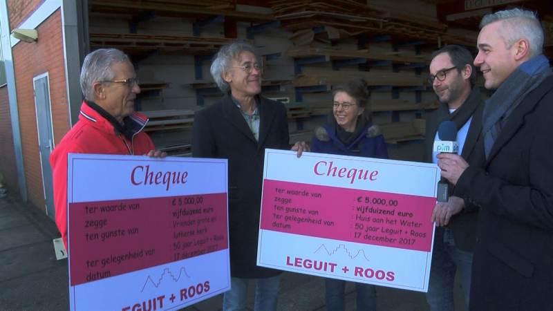 Leguit en Roos reiken cheques uit