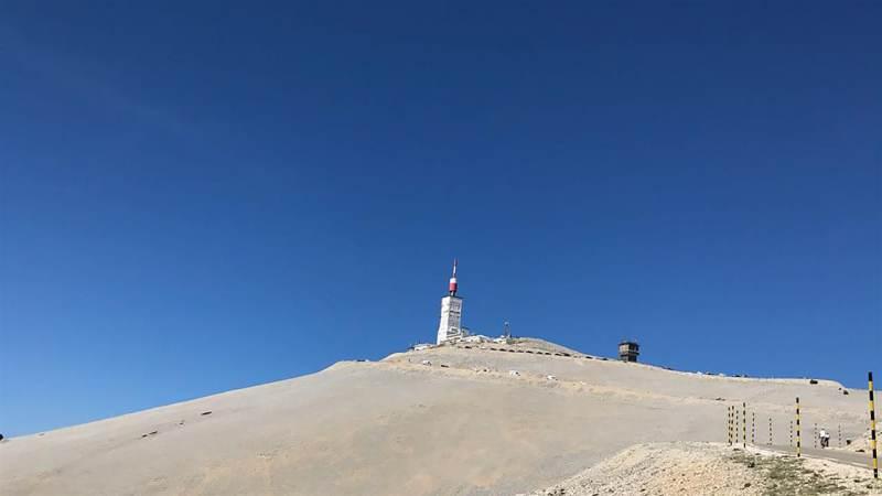 Team Huis aan het Water bereikt de top van de Mont Ventoux