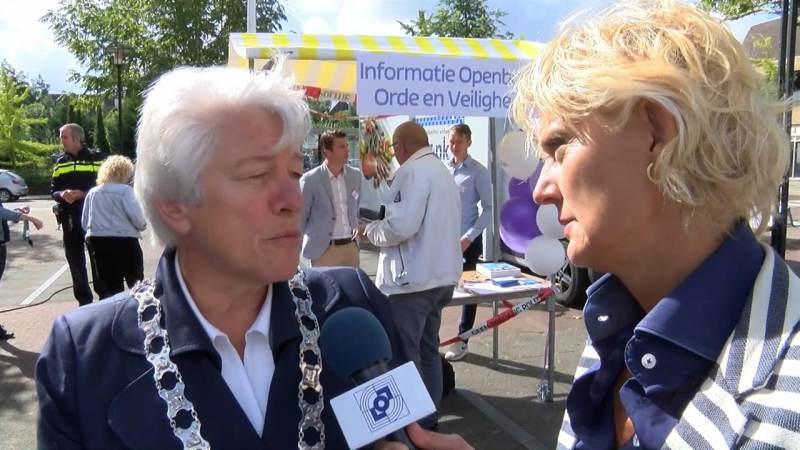 Burgemeester Landsmeer in gesprek met Waterland en Edam-Volendam