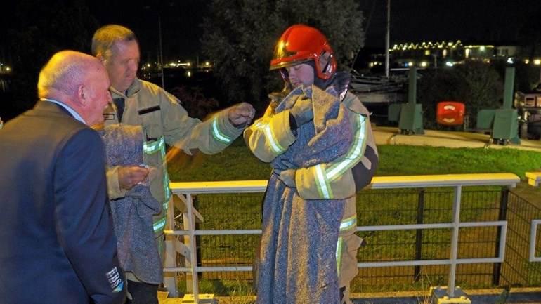 Brandweer Broek in Waterland redt kat voor tweede keer uit sluis
