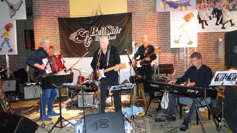 Geslaagd Bull Shit Bluesband jubileum in Trefpunt op Marken