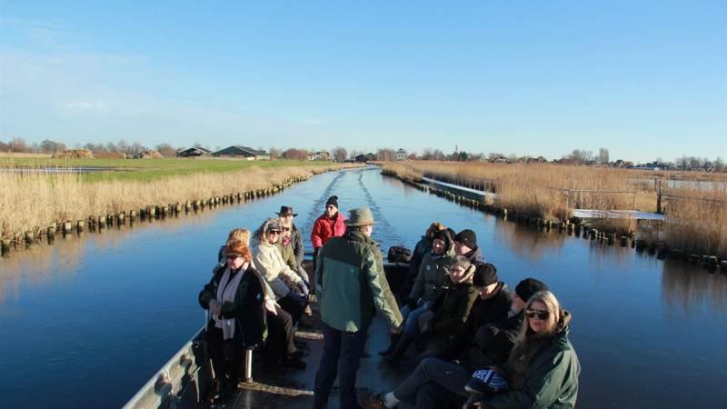 Vaarexcursie door winterlandschap bij Landsmeer