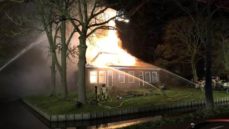 Grote brand in De Purmer bij stolpboerderij