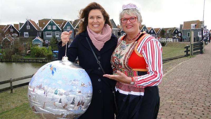 Grote Nederland kerstbal op Marken
