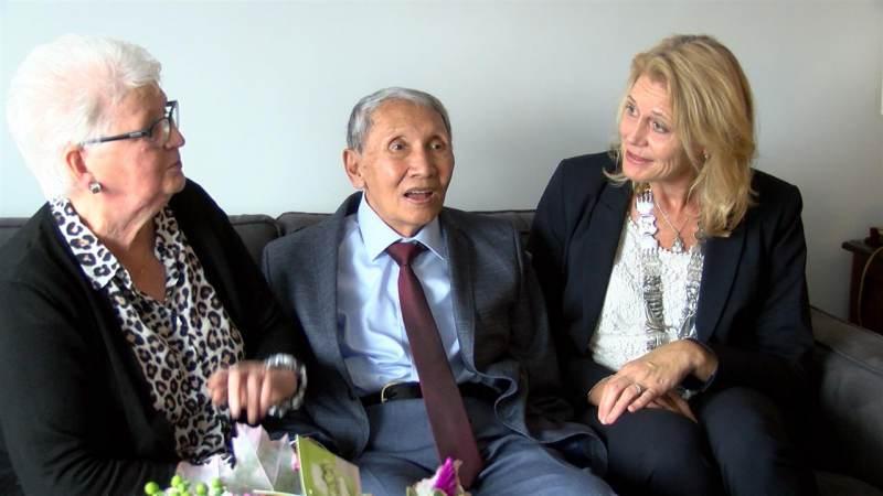 Burgemeester op bezoek bij diamanten echtpaar Persijn