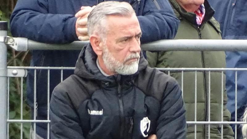 S.V. Marken en trainer Ronald Dooijeweerd na dit seizoen uit elkaar