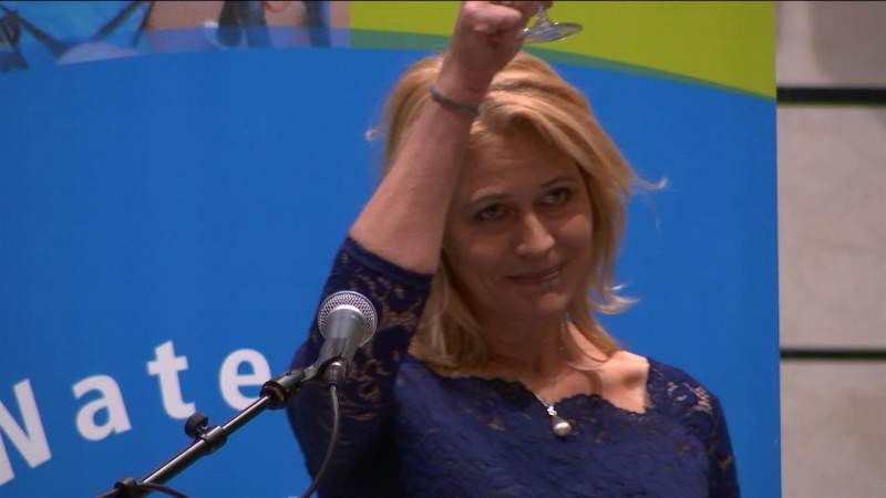 Burgemeester Kroon neemt onder grote belangstelling afscheid van Waterland