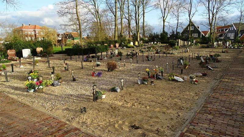 Begraafplaats op Marken is weer een eerbiedige plek