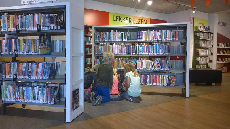 Karmac bibliotheek: 'Boeken aanvragen is mogelijk, wij komen bij u langs!'