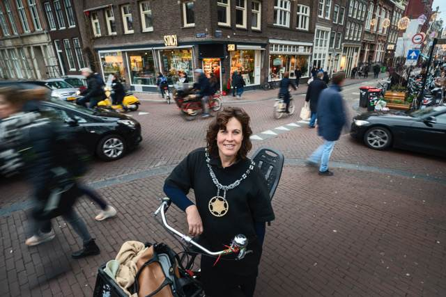 Fietsburgemeester van Amsterdam en Vervoerregio zoeken hulp van jongeren