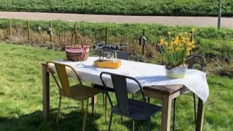 Wereldprimeur: Henri Willig zet drones in om kaas op de picknicktafel te bezorgen
