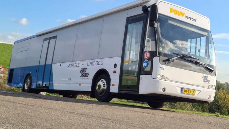 Corona prikbus tourt door Zaanstreek-Waterland