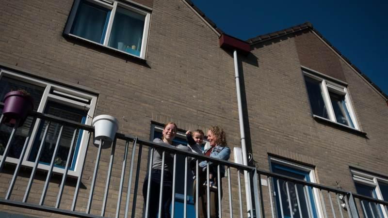 Bewoners uit Monnickendam blij met nieuwe kozijnen