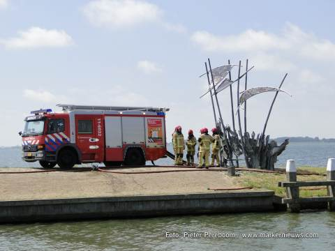 Brandweer Marken maakt ereteken voor omgekomen collega's