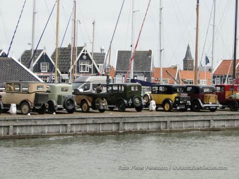 Oldtimers op de haven van Marken