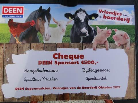 Speeltuinwerkdag op Marken bekroond met cheque van Deen