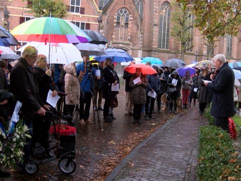 Remembrance Day in Monnickendam ondanks regen gedenkwaardig