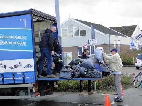 Marken doneert bijna vijf ton aan kleding voor actie 'Mensen in Nood'