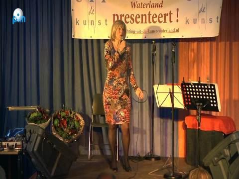 Soewi Tuast wint 19e editie Senioren Songfestival Waterland