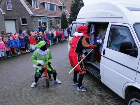 Sint brengt bezoek aan Rietlandenschool op Marken