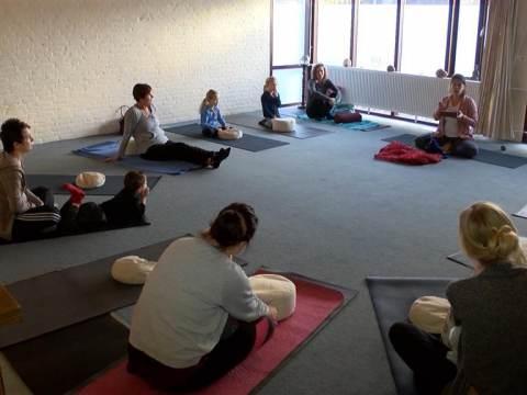 Yoga voor Serious Request in De Bolder levert 481 euro op