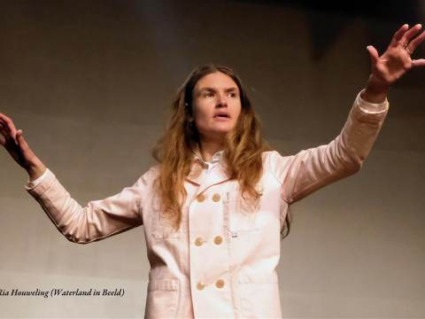 Indrukwekkende theatervoorstelling 'Maak van je shit een hit' in De Bolder