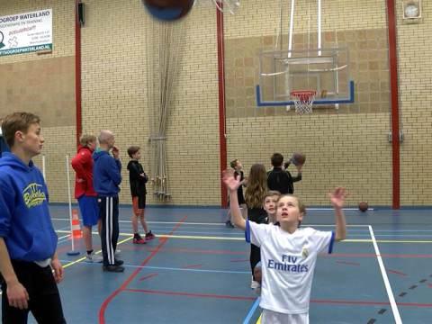 Kennismaken met drie sporten bij Balsportspektakel in Sporthal 't Spil