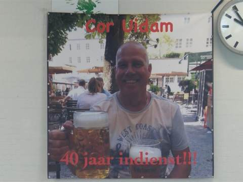 Cor Uidam 40 jaar zwemleraar