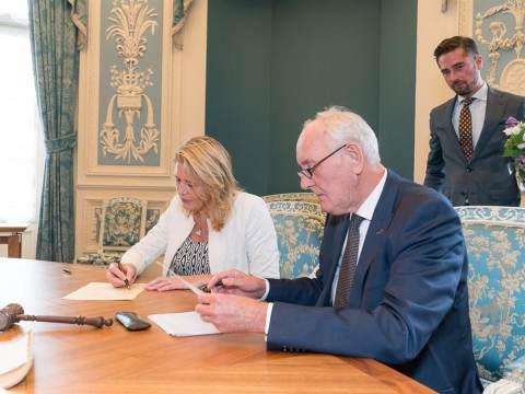 Burgemeester Kroon beëdigd door Commissaris van de Koning