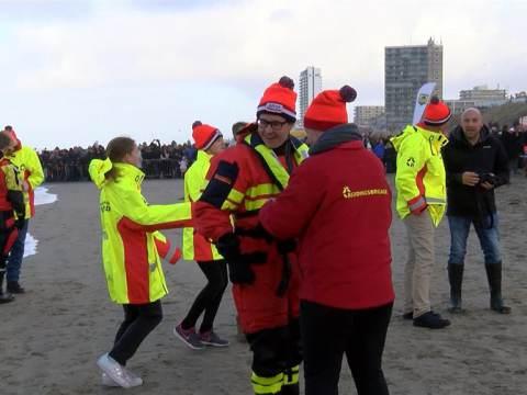 Stichting Vaarwens goede doel van Nieuwjaarsduik Zandvoort
