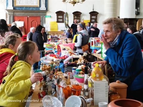 Rommelmarkt Broek in Waterland levert 6.000 euro op