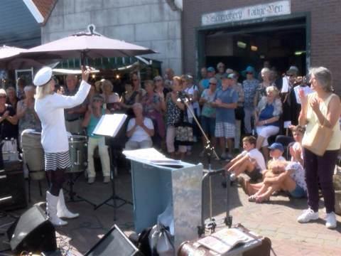 Muzikale ode tijdens laatste Monnickendammer Visdag