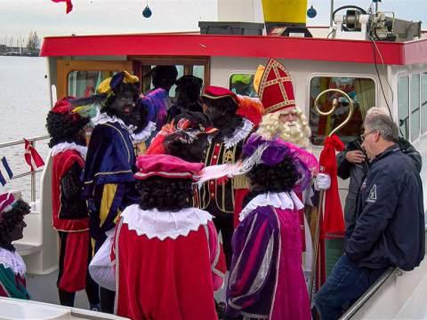 Sinterklaas is weer in Monnickendam aangekomen