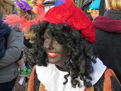 Sinterklaas zet voet aan wal op Marken