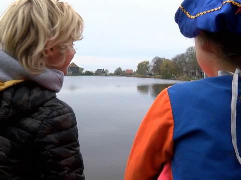 Sinterklaas in zijspan door Broek in Waterland