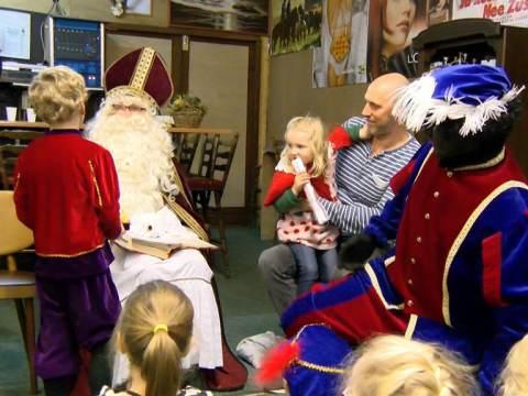 Sinterklaas met open auto naar Overleek