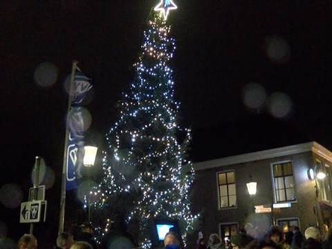 Rotary Monnickendam luidt op ludieke wijze Kerstperiode in
