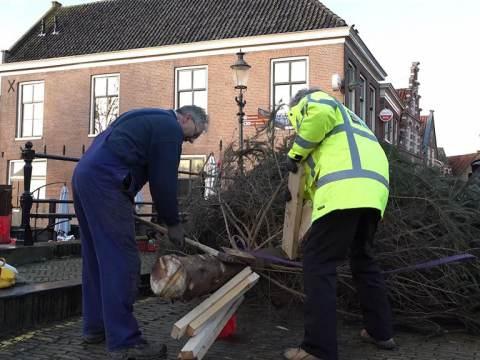 Rotary Monnickendam schenkt kerstboom aan KNRM Marken