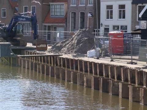 Conflict tussen aannemer en gemeente over kademuur Monnickendam opgelost