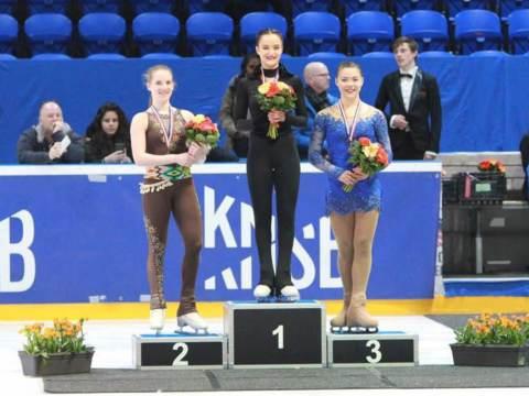 Monnickendamse Daisy haalt goud bij Nederlands kampioenschap kunstrijden voor junioren