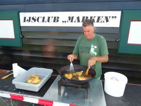 Visbakactie van IJsclub Marken een groot succes