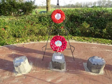 Onthulling vernieuwd herdenkingsmonument op Marken