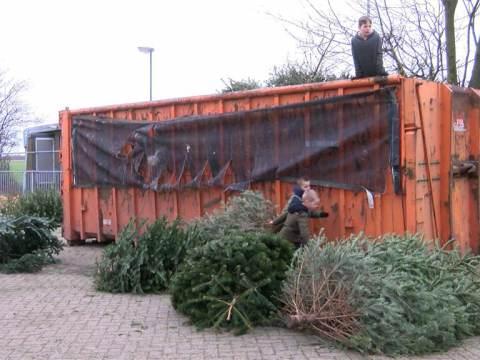 Kerstboominzameling voor gymnastiekvereniging Ilpendam