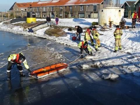 KNRM en Brandweer Marken oefenen procedure ijsredding