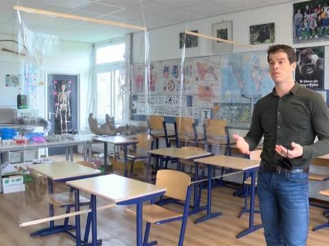 Stembureau BNC geopend door Laura Bromet