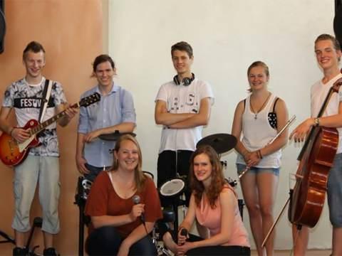 Dienst met Belangstellenden met de band Exodus uit Uithoorn